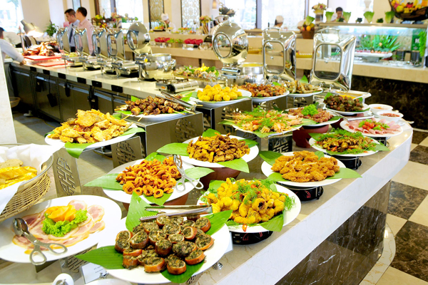 7-luu-y-khi-lua-chon-hinh-thuc-to-chuc-tiec-cuoi-buffet-2