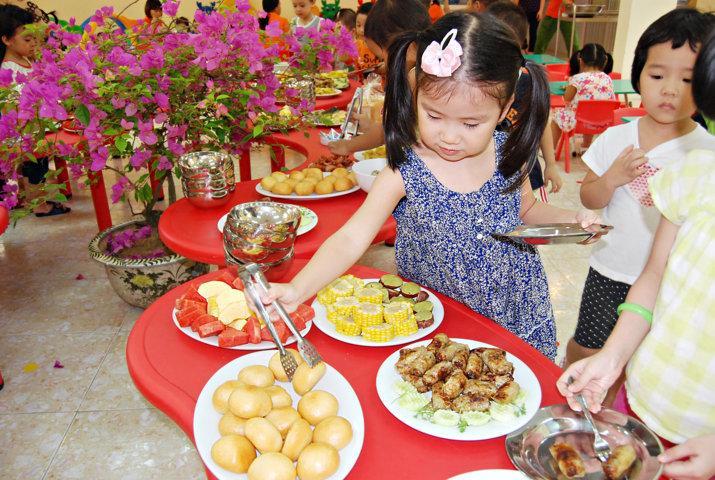 Kế hoạch và thực đơn tổ chức tiệc buffet cho trẻ trường mầm non