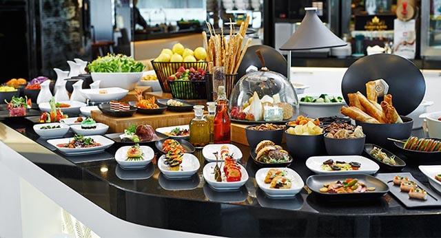 Văn hóa ăn buffet mà bạn cần biết khi đi ăn tiệc buffet