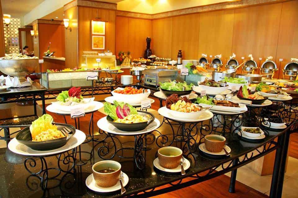 thuc-don-dai-tiec-buffet-tu-to-chuc-tai-nha-de-lam-nhat-1