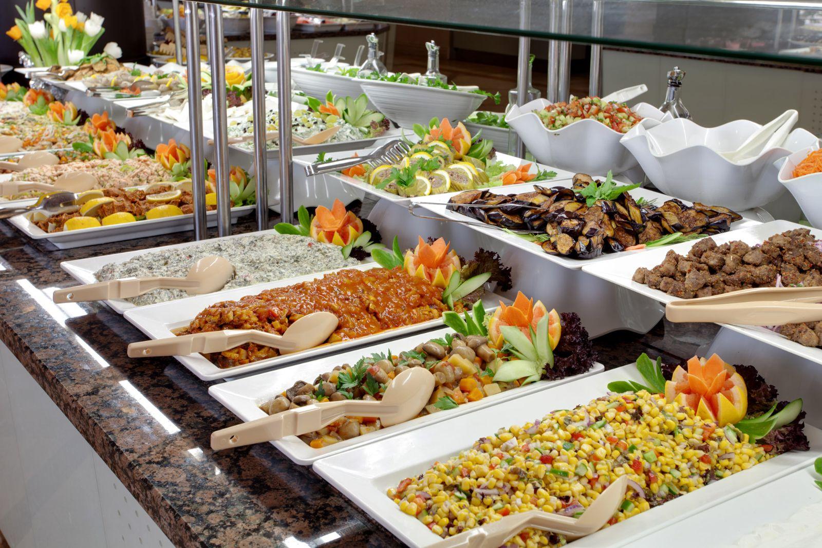 thuc-don-dai-tiec-buffet-tu-to-chuc-tai-nha-de-lam-nhat-5