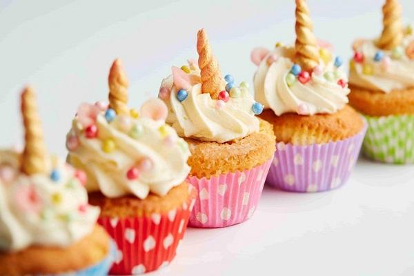 bánh buffet ngọt cupcakes