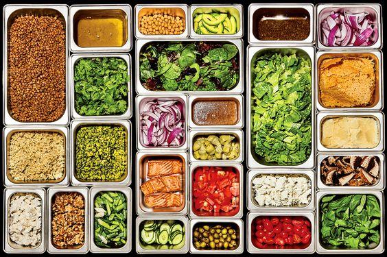 Việc phân chia thức ăn trong các khay topping cho phép chúng ta dễ dàng thao tác hơn