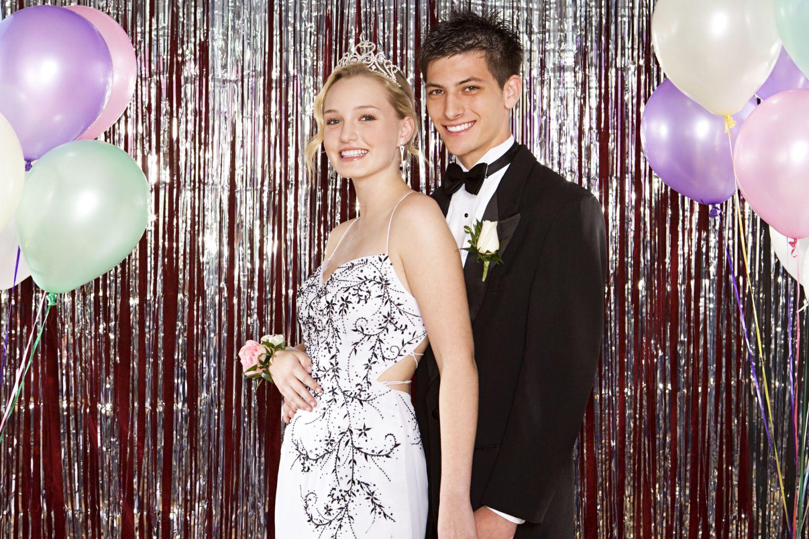 Prom là gì? Những Điều Cần Biết Về Tiệc Prom Party